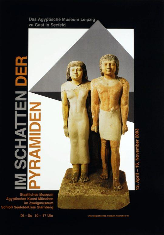 Plakat der Ausstellung Im Schatten der Pyramiden