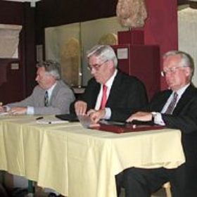 Der neu gewählte Vorstand (von links): Dr. Hans-Rainer Förger (Mitglied des Vorstands der Münchner Hypothekenbank e.G.) Werner Schmidt (Vorsitzender des Vorstands der Bayerischen Landesbank) Dr. Wolfram Peitzsch (Bankdirektor Bayerische Landesbank)