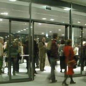An ungewohntem Ort fand die Jubiläumsveranstaltung des Freundeskreises statt: in neuen Gebäude der Bayerischen Hypothekenbank, gelegen am Altstadtring schräg gegenüber der Staatskanzlei.