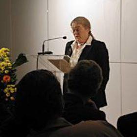 In ihrem Festvortrag sprach Dr. Dorothea Arnold, Leiterin der Ägyptischen Abteilun des Metropolitan Museum of Art in New York, über aktuelle Planungen und Umbauten in ihrem Department. Sie stellte die Liebe zum Objekt in den Mittelpunkt ihrer Überlegungen und knüpfte damit die Verbindung zur Philosophie des Münchner Museums.