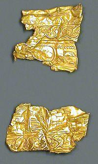 Zwei Fragmente eines Goldbechers