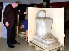 Verpacken einer Skulptur