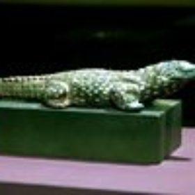 Kultstatue eines krokodilgestaltigen Gottes