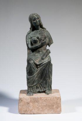 Statue der Göttin Isis mit Kind