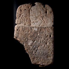 Grenzstele des Pharao Ramses II., der  die Feinde vor dem Gott Seth erschlägt
