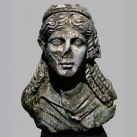 Oberteil einer Statue der Isis