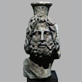 Oberteil einer Statue des Serapis