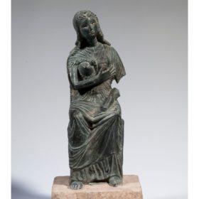 Statue der thronenden Isis mit Horusknaben (Isis lactans)