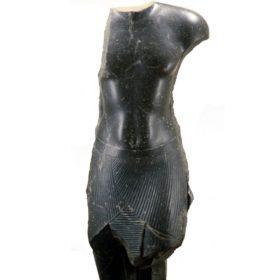 Torso einer Stand-Schreit-Statue