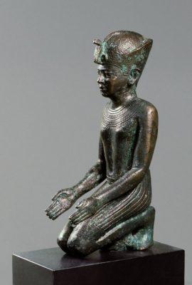 Statuette eines knienden Königs