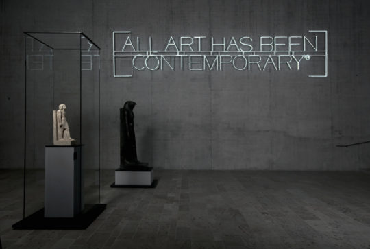 "Kunstinstallation Maurizio Nannucci ""All Art has been Contemporary"""
