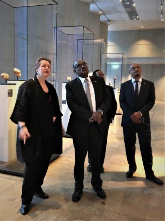 S.E. Dr. Al-Dirdiri Mohamed Ahmed, Auu00dfenminister der Republik Sudan beim Besuch des u00c4gyptischen Museums