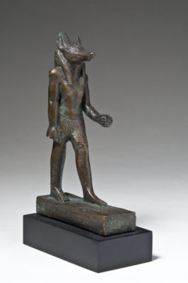 Bronzene Statuette eines schakalsköpfigen Gottes