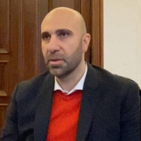 """Interview mit Ahmad Mansour, Arabischer Israeli, Psychologe, im Rahmen der Sonderausstellung """"Adam, wo bist Du?"""" Laufzeit 17.6.2020 bis 10.1.2021"""