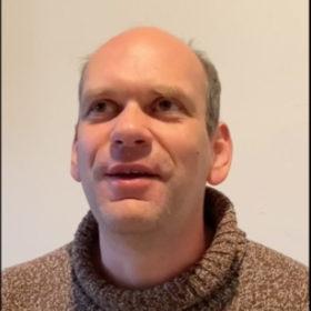 """Interview mit Dr. Aleksander Pavković, Geburtsblinder, IT-Trainer, im Rahmen der Sonderausstellung """"Adam, wo bist Du?"""" Laufzeit 17.6.2020 bis 10.1.2021"""