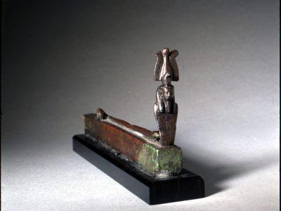 Statuette des Gottes Amun als Aal mit menschlichem Kopf