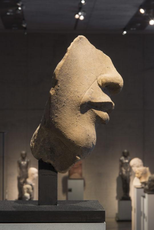 Gesichtsfragment einer Statue des Echnaton