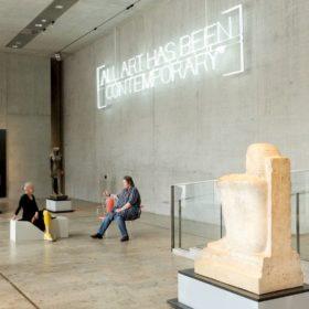 Ruth Geiersberger und Dr. Sylvia Schoske im Gespräch im Museum