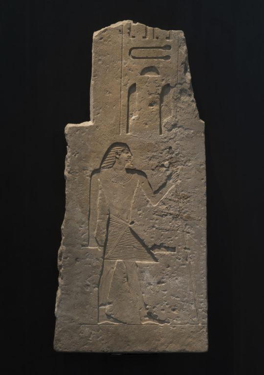 Relief des Tjeti - ein nach rechts stehender, stehender Ägypter in versenktem Relief