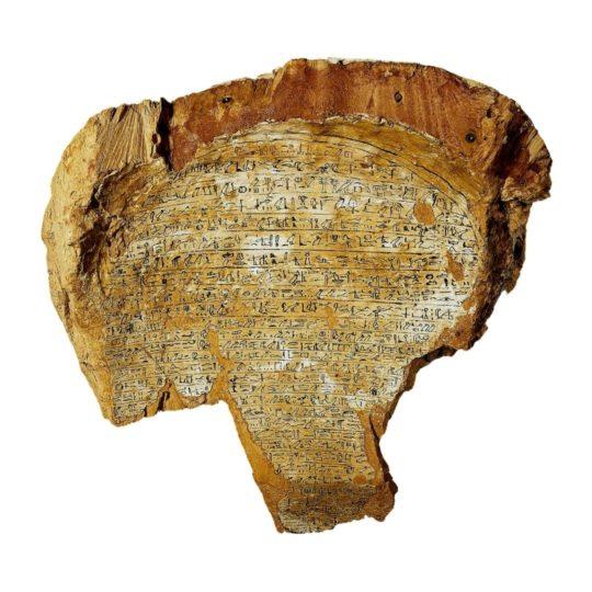 Beschriftete Rückseite der Sargmaske der Satdjehuti