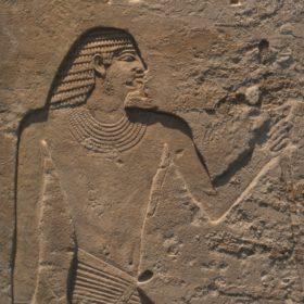 Detail aus dem Relief des Tjeti - gesicht und Oberkörper eines nach rechts blickenden Ägypters in versenktem Relief