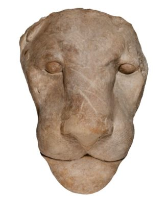 Steinerner Kopf eines Löwen